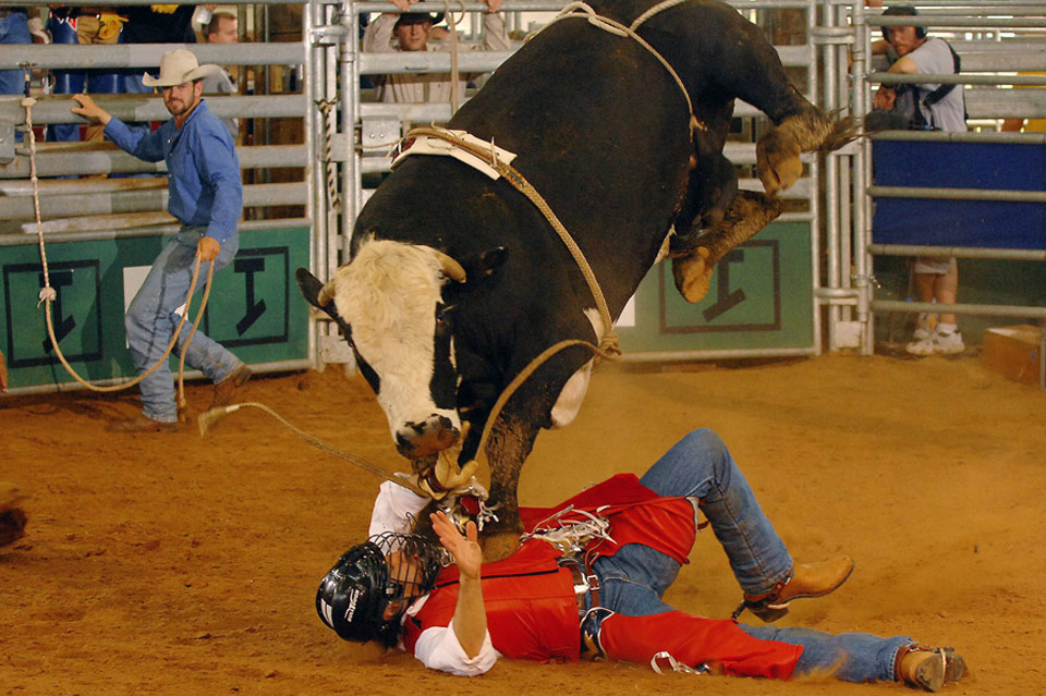 Francesco Quinn - Celebrity Bull Riding - CMT